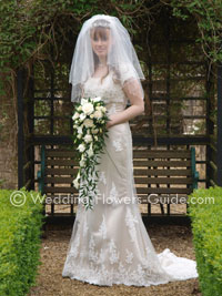 bride holding a calla lily and rose wedding bouquet